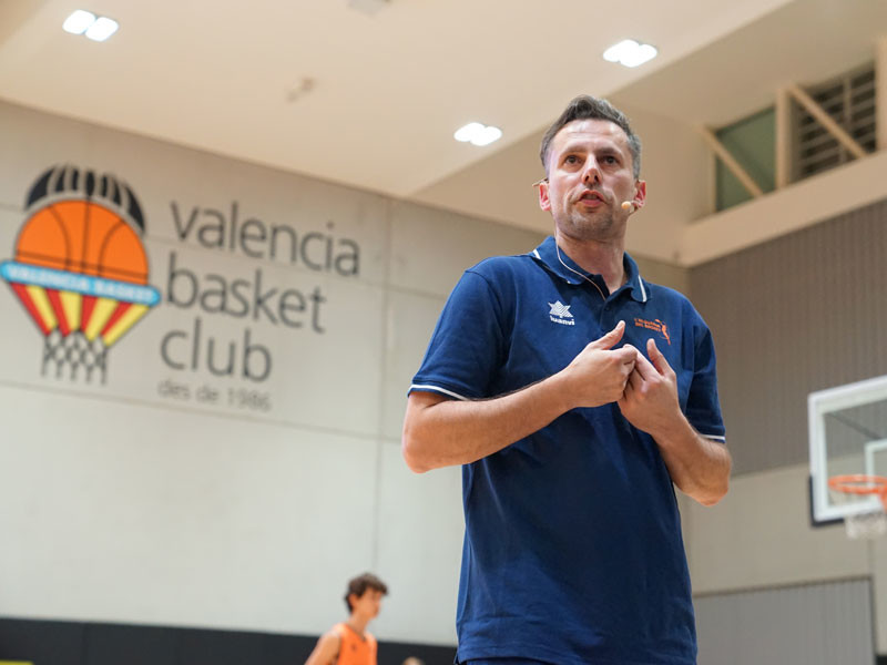 Europrobasket Head Coach Pascal Meurs leads coaching clinic in L'Alqueria Del Basket